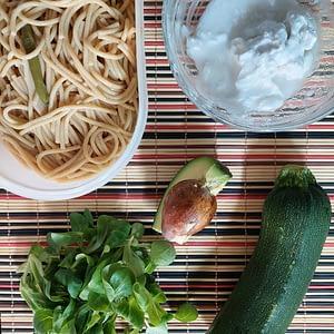 Receita saudável carbonara de courgette abacate e leite de côco